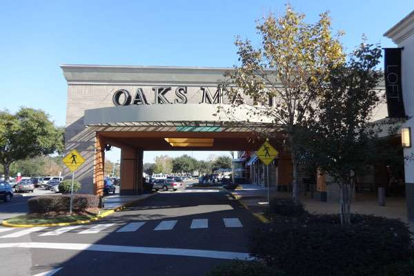 Front of the Oaks Mall